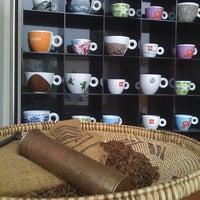 Foto tirada no(a) Puro Caffe por Luis em 3/4/2013