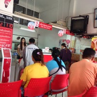 Photo taken at Samrong Tai Post Office by จิรชน ต. on 2/16/2015