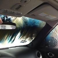 Photo taken at Acqua Car Wash by Fernando on 4/22/2013