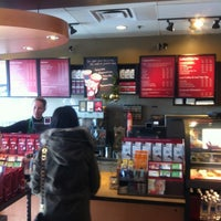 Photo prise au Starbucks par Oscar J. le11/8/2012