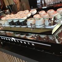 Photo prise au Houndstooth Coffee par AzyxA le9/13/2013