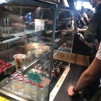 4/12/2018 tarihinde Abdullah A.ziyaretçi tarafından Starbucks'de çekilen fotoğraf