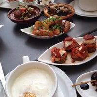 Das Foto wurde bei IMARA Restaurant Bar Lounge von Eric C. am 4/27/2014 aufgenommen