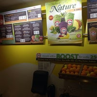 Photo taken at Robeks Fresh Juices & Smoothies by Melvin Bossman R. on 2/20/2014