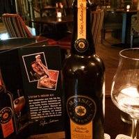 Das Foto wurde bei Hudson's Bar | Dining von alxxrt am 11/21/2013 aufgenommen