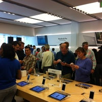 Photo taken at Apple Pentagon City by Leonardo B. on 10/20/2012
