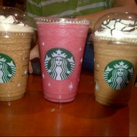 Photo prise au Starbucks Coffee par Nild'z G. le11/24/2012