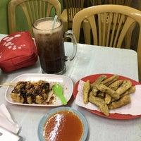 Photo taken at Amat Burger & Jus Buah Gelas Besar by Shahrul H. on 1/17/2017