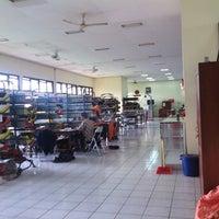Photo taken at Kantor Pos Plemburan by Rizqi K. on 12/13/2013