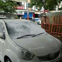 Photo taken at Sapta Putra Cuci Mobil by Dibet A. on 6/8/2015