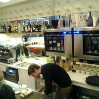 Foto scattata a Caffè Eppinger - Trieste 1848 da Ricardo F. il 1/12/2013