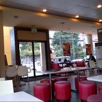 Photo taken at Jollibee by pLongLao on 11/16/2012