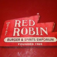 Photo taken at Red Robin Gourmet Burgers by Mike S. on 12/11/2012