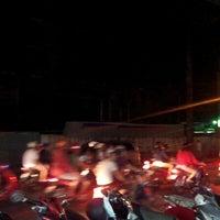 Photo taken at Cơm Tấm Nhà Xưa Nguyễn Trãi by Feng H. on 10/31/2012