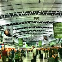 Foto tomada en Aeropuerto Internacional de Ezeiza - Ministro Pistarini (EZE) por Maria el 10/13/2012