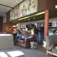 Снимок сделан в Starbucks пользователем Pablo R. 3/15/2013
