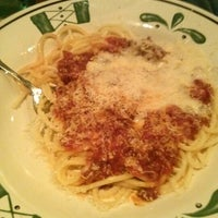Photo taken at Olive Garden by Djenny F. on 1/31/2013