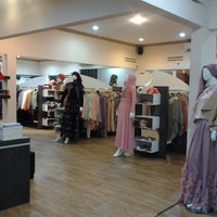 Photo taken at jenahara riamiranda boutique by Sugeng T. on 7/27/2013