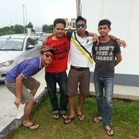 Photo taken at Shell, Pekan Gemenceh by Syuk 9. on 4/19/2013