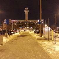 Photo taken at Newark Liberty International Airport Marriott by Leroy J. on 3/9/2013