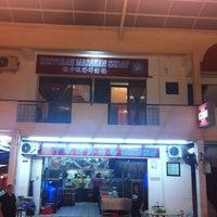Photo taken at Restoran Masakan Sedap by Hasyim B. on 11/9/2012