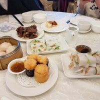 Photo taken at Golden Court Abalone Restaurant 黃金閣鮑翅海鮮酒家 by Jeongin L. on 5/27/2017