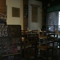 Foto tirada no(a) Sur Café por Eve em 6/24/2016