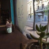 Foto tirada no(a) Sur Café por Eve em 10/19/2016