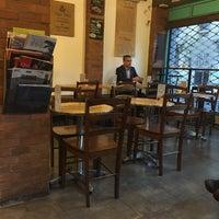 Foto tirada no(a) Sur Café por Eve em 8/30/2016