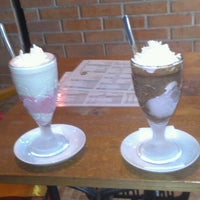 Photo taken at Ahoy! Hot & Iced Chocolate, Lemonade, Waffle, Smoothie by Peter H. on 4/24/2013