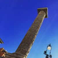Photo taken at Edicola Piazza Colonna by Chris B. on 6/6/2016