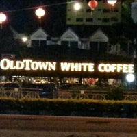 Photo taken at OldTown White Coffee by Faie M. on 3/25/2013