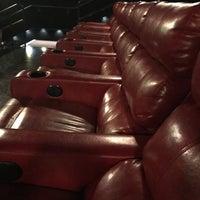 Das Foto wurde bei AMC Starplex Cinemas Loudoun Luxury 11 von William S. am 6/2/2017 aufgenommen
