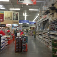 Foto tirada no(a) The Home Depot por andrea w. em 7/6/2013