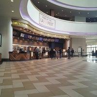รูปภาพถ่ายที่ Regal Cinemas LA LIVE Stadium 14 โดย Diego A. เมื่อ 5/5/2013