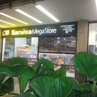 Foto tirada no(a) Saraiva MegaStore por Panico C. em 11/6/2012