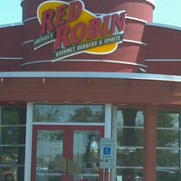 Photo taken at Red Robin Gourmet Burgers by Everett P. on 9/14/2012
