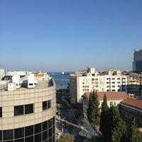 7/28/2013 tarihinde ahmetziyaretçi tarafından Renaissance Izmir Hotel'de çekilen fotoğraf