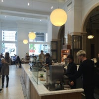 Photo taken at Blue Bottle Coffee by kei k. on 6/9/2016