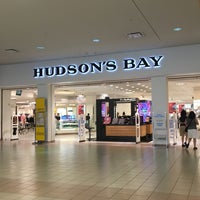 Photo taken at Hudson's Bay by Nins on 8/18/2016
