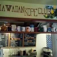 รูปภาพถ่ายที่ Leilani's Cafe โดย Dylan S. เมื่อ 6/28/2012