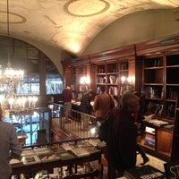 Foto diambil di Rizzoli Bookstore oleh Krystal B. pada 4/11/2014