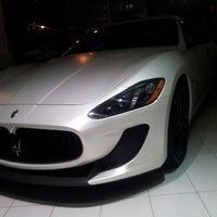 Das Foto wurde bei Maserati of Manhattan von E M. am 6/21/2013 aufgenommen