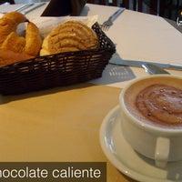 Foto tomada en La Cima Restaurant Bar por La Cima el 10/18/2013