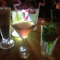 7/13/2013 tarihinde Cema K.ziyaretçi tarafından Hangover Cafe & Bar'de çekilen fotoğraf