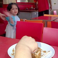 Photo taken at Jakarta Fried Chicken Rumah Sakit Harapan Kita by Winahyo S. on 3/16/2013