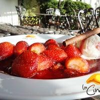 Foto tomada en La Cima Restaurant Bar por La Cima Restaurant Bar el 10/2/2013