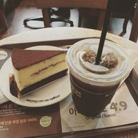Photo taken at Angel-in-us Coffee by Young-Han K. on 8/7/2015
