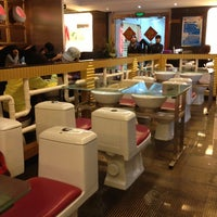 Photo taken at 便所欢乐主题餐厅 Modern Toilet Restaurant by Nancy on 2/20/2013
