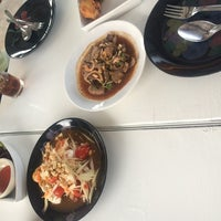 Photo taken at ส้มตําถาด​ by 🚺KaiGa[R]LaLaY💃 Q. on 6/25/2014